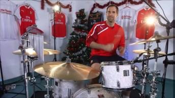 Video Com Música De Natal Tocada Na Bateria Pelo Petr Cech, Confira Como Ficou!