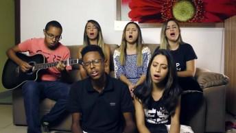 Grupo De Amigos Fazem Linda Apresentação De Música Gospel!