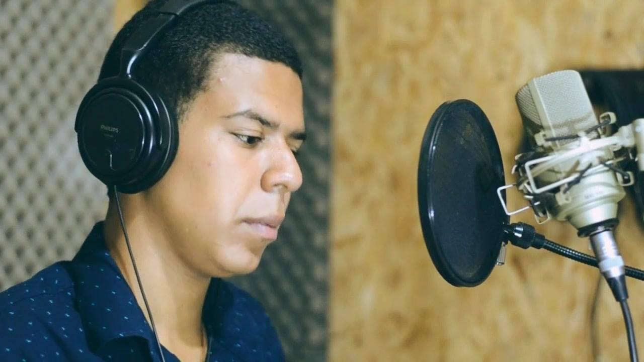 Linda musica na voz de Leandro Rocha Diante da cruz