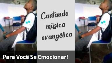 Menino Cantando Música Evangélica Na Escola, Muito Lindo!