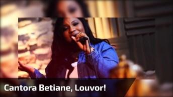 Mulher Cantando Lindo Louvor, Você Vai Se Encantar Pela Voz Dela!