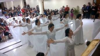 Mulheres Fazem Apresentação Em Igreja Com Louvo Lindo Que Emociona!