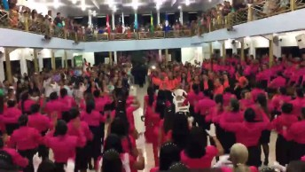 Mulheres Fazem Linda Apresentação No Final De Um Congresso, Ficou Show!