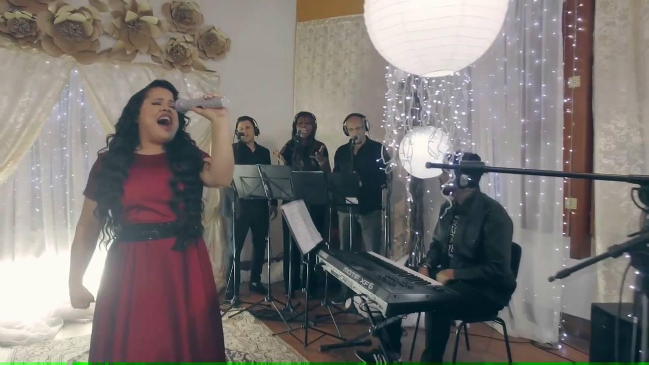 Vídeo com pedacinho da musica Cheiro de vitória da cantora Cassiane