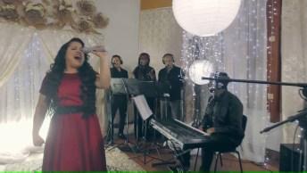 Vídeo Com Pedacinho Da Música 'Cheiro De Vitória' Da Cantora Cassiane!