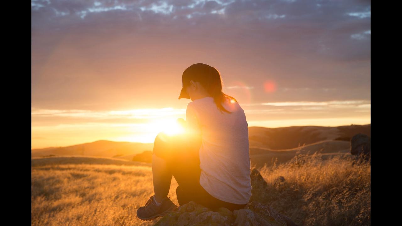 Vídeo gospel com mensagem de gratidão.