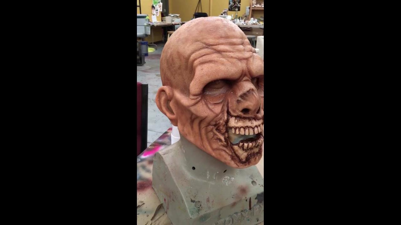 Arte de fazer os monstros dos filmes de terror, olha só que trabalho fantastico!
