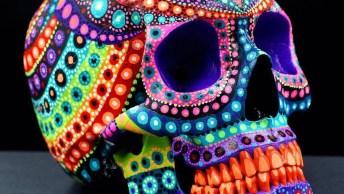 Arte Em Cranio De Geso Feita Com Tinta Que Brilha No Escuro!