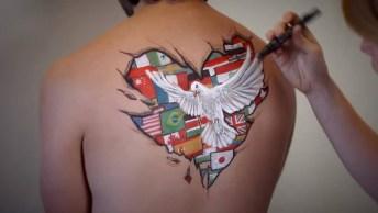 Desenho Nas Costas De Uma Pessoa Que Representa A Paz Mundial!