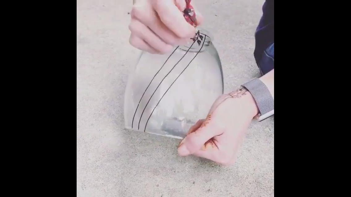 Desenhos em jarro de vidro, uma obra de arte simples