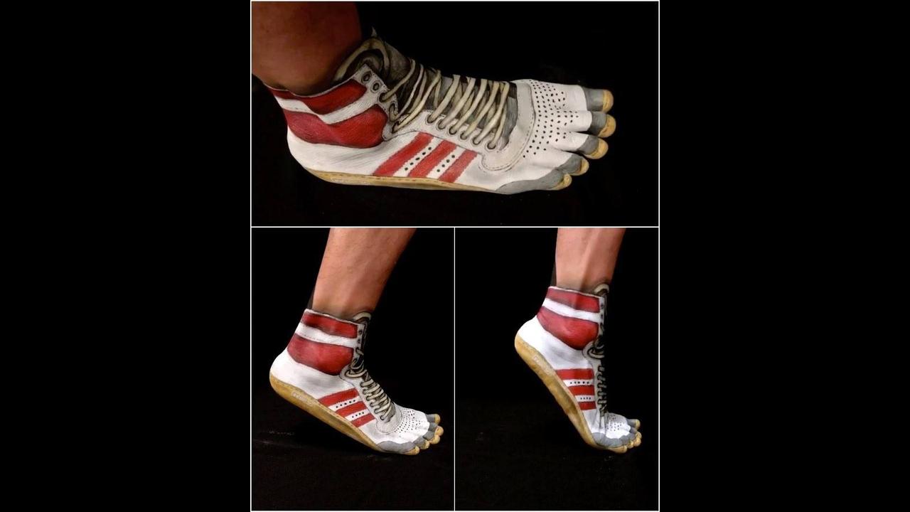 Pintura de tênis nos pés