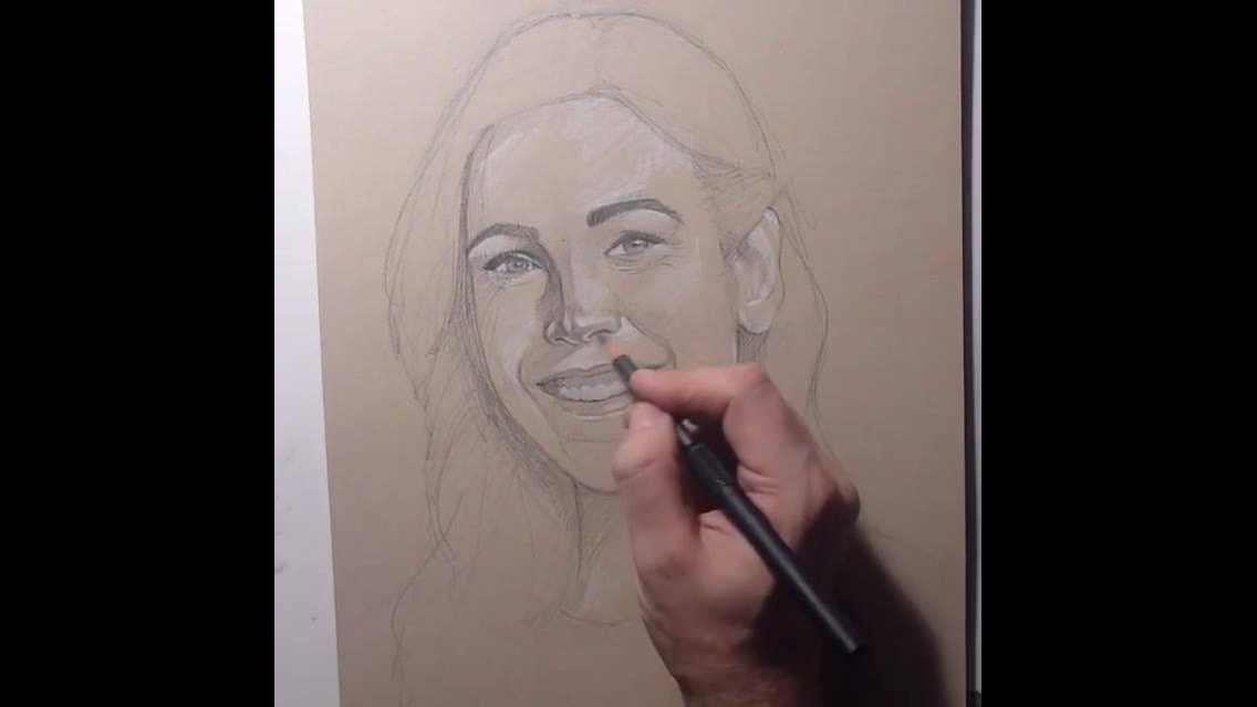 Vídeo com lindo desenho de rosto feminino sendo feito