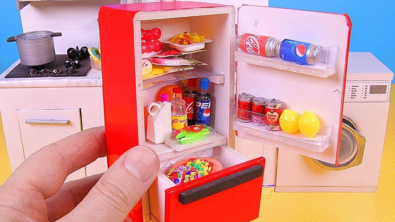 Aprenda a fazer uma miniatura de geladeira com todos os produtos dentro