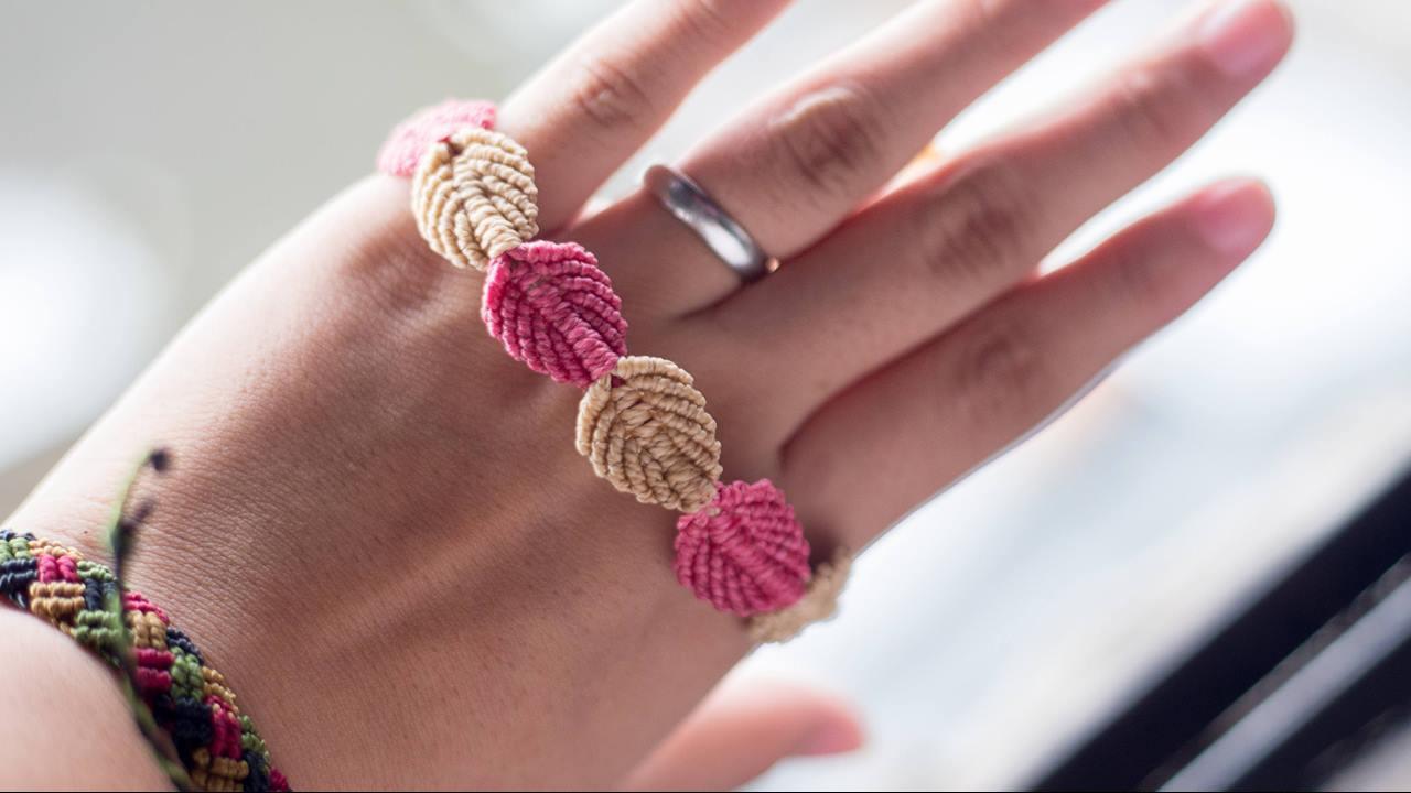 Aprenda a fazer uma pulseira em Macramê que fica muito linda
