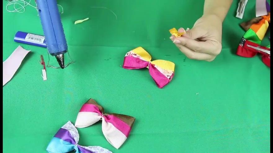 Aprenda a fazer várias opções de laços coloridos
