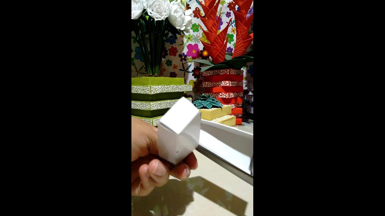 Aprenda a fazer vasos e cachepôs com caixa de papelão