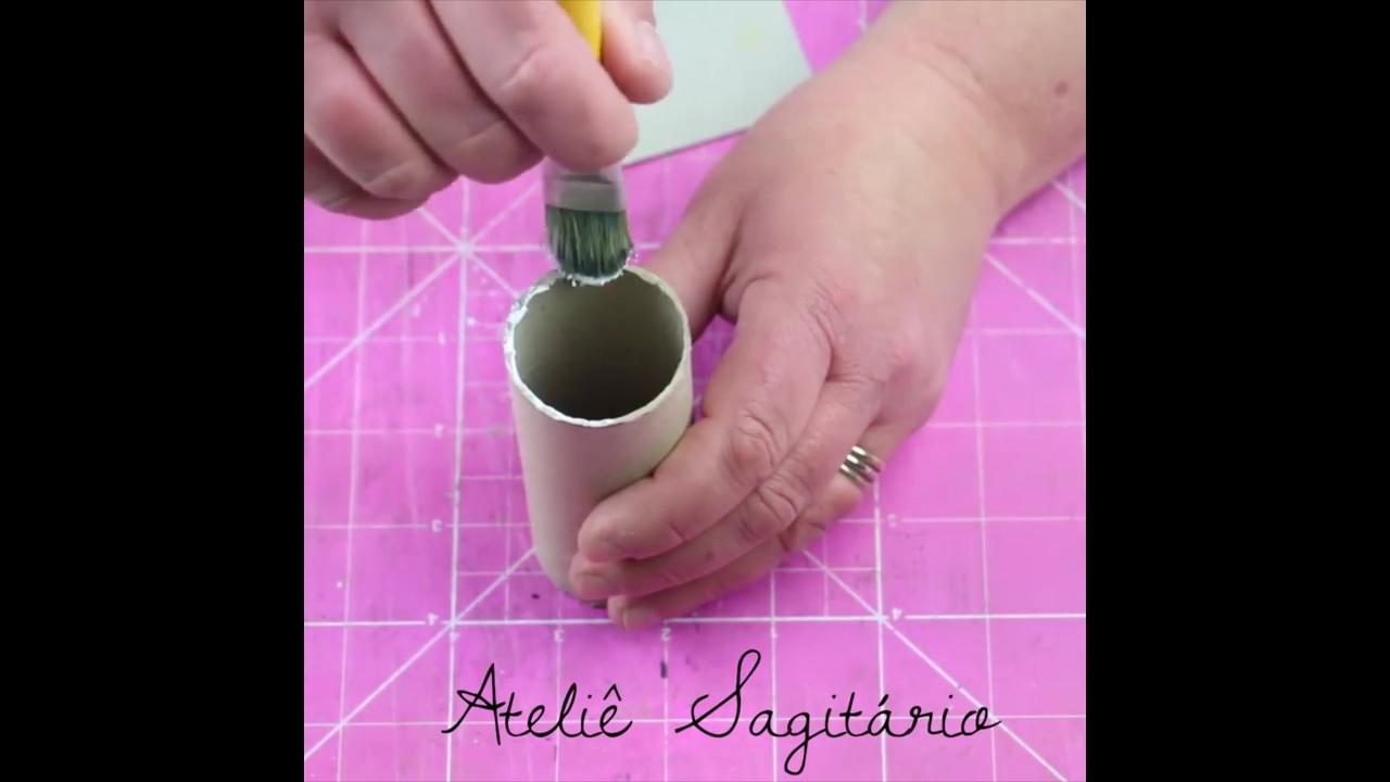 Artesanato com rolinho de papelão que vem dentro do papel higiênico