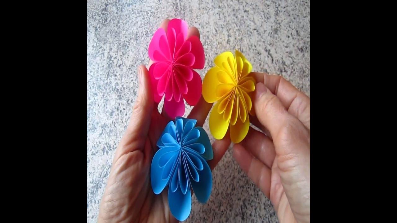 Artesanato de flor colorida de papel para decorar parede