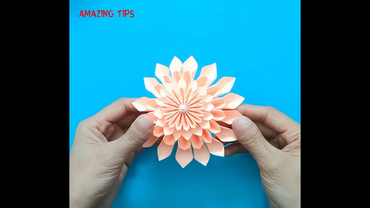 Artesanato de flor de papel com formato fantástico