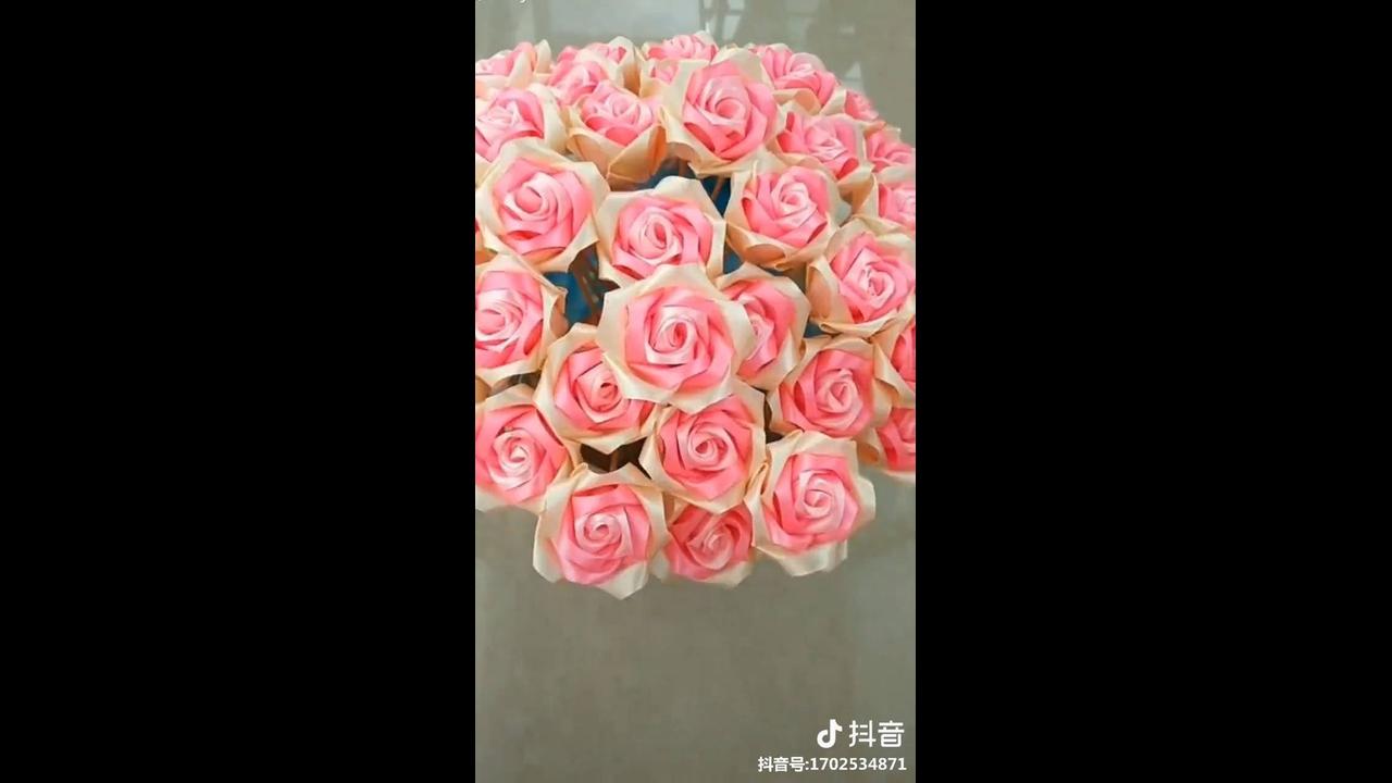 Artesanato de flores feitas de fita de cetim