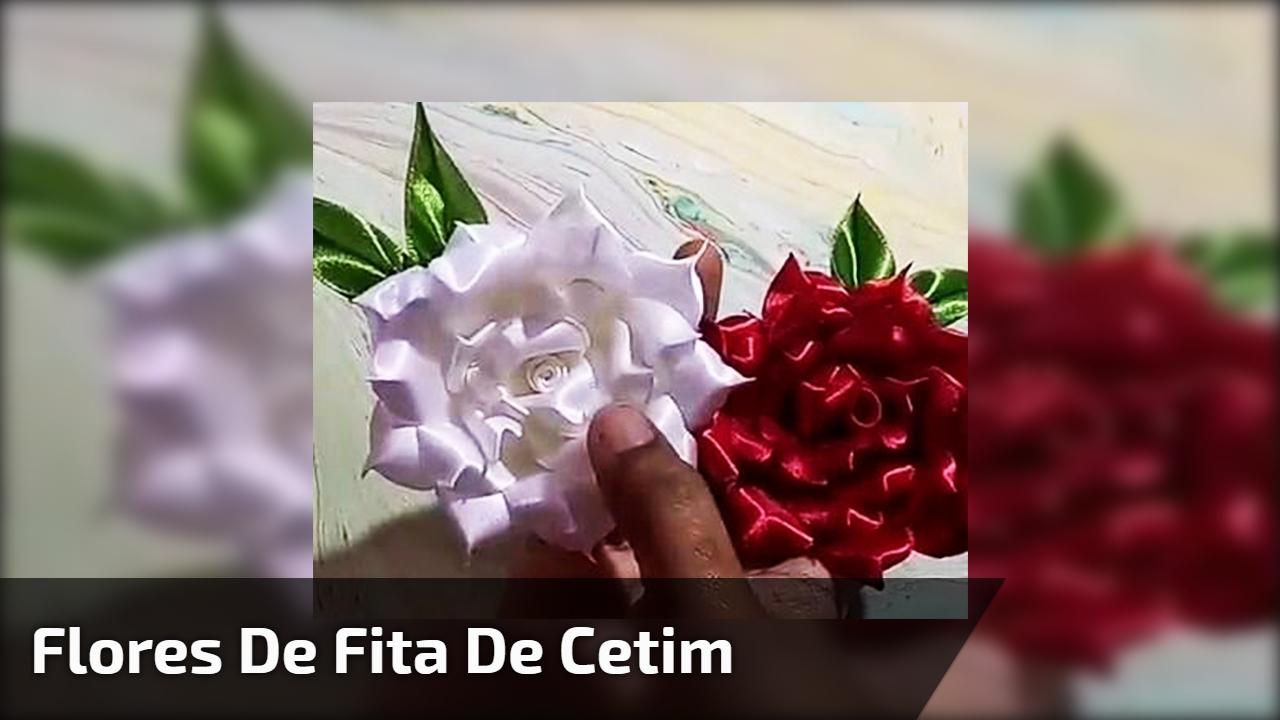 Artesanato de flores feitas de fita de cetim nas cores vermelho e branco!!!