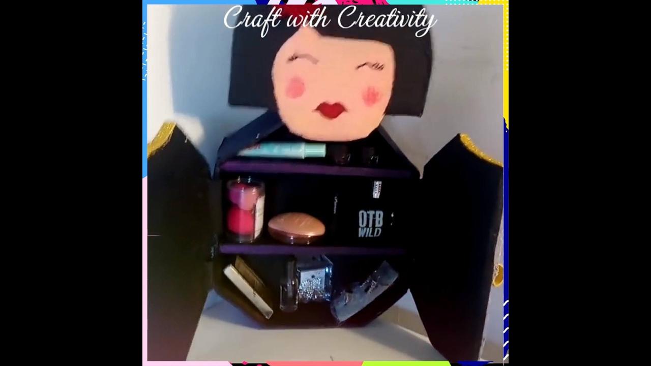 Artesanato de porta maquiagem de papelão