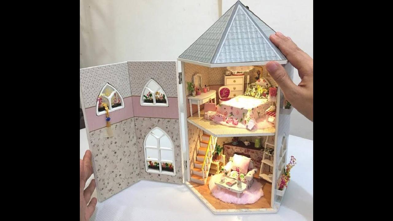 Artesanato de sala e quarto de bonecas que abre e fecha