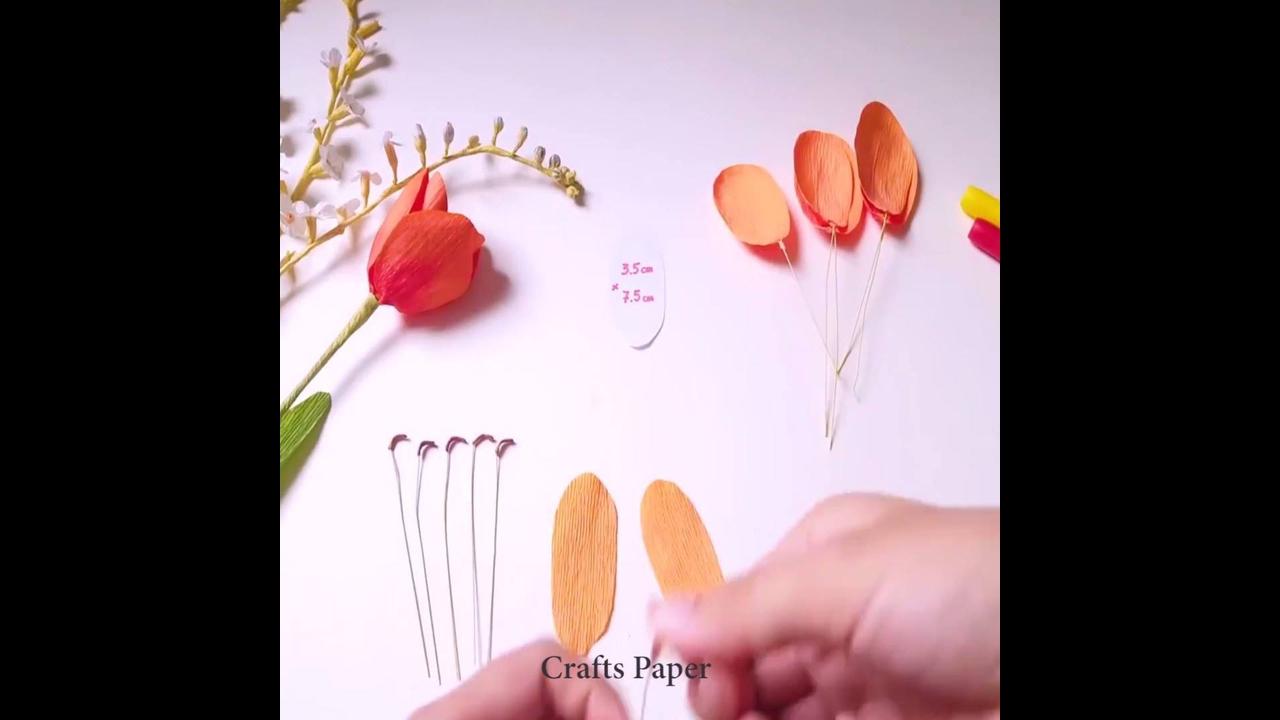 Artesanato de tulipa laranja de papel crepom lindinha para decorar