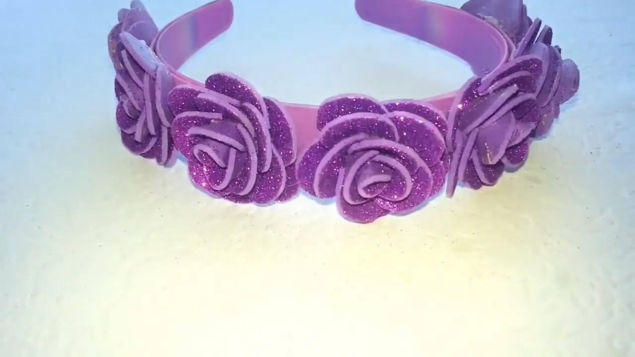 Como enfeitar tiaras com florzinhas de EVA, mais uma ideia linda!