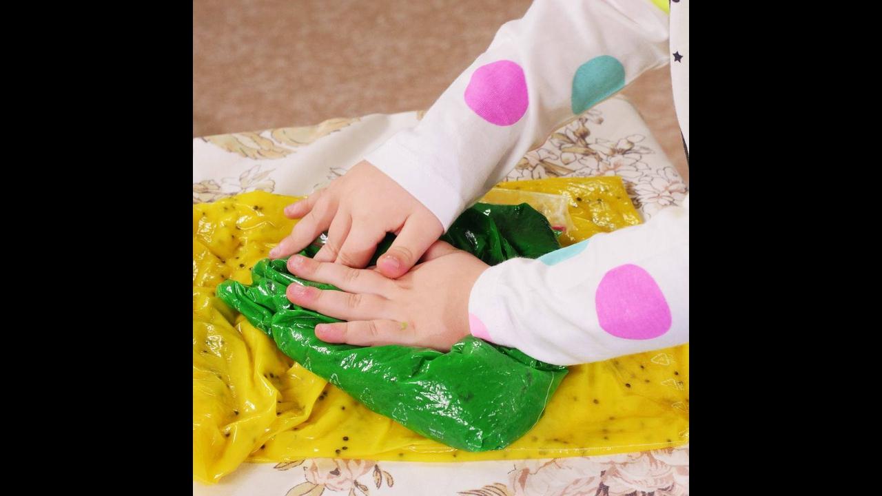 Como fazer um brinquedo para desenvolver sentidos e habilidades em crianças