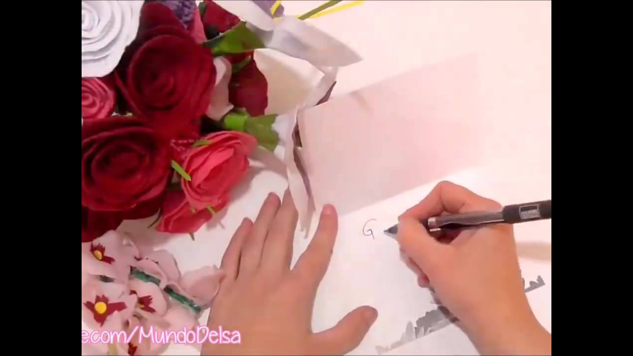 Como fazer um buquê de flores artificiais
