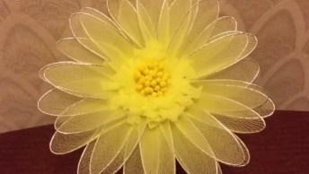 Flor Amarela Feita Com Arame E Tule, Olha Só A Delicadeza Deste Trabalho!