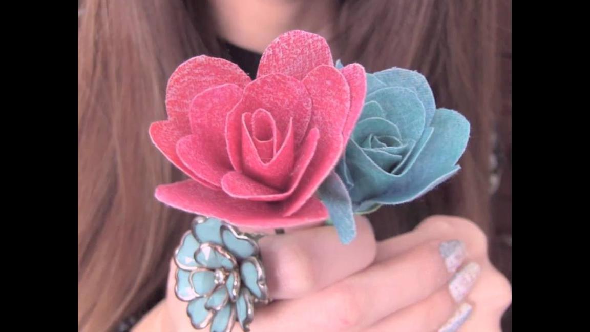 Flor com pétalas feitas com coração