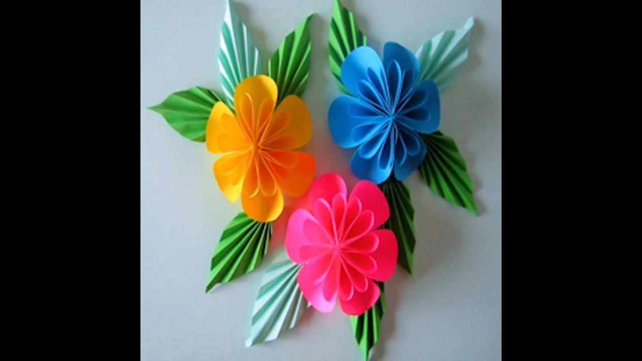 Flor feita com dobraduras e colagens
