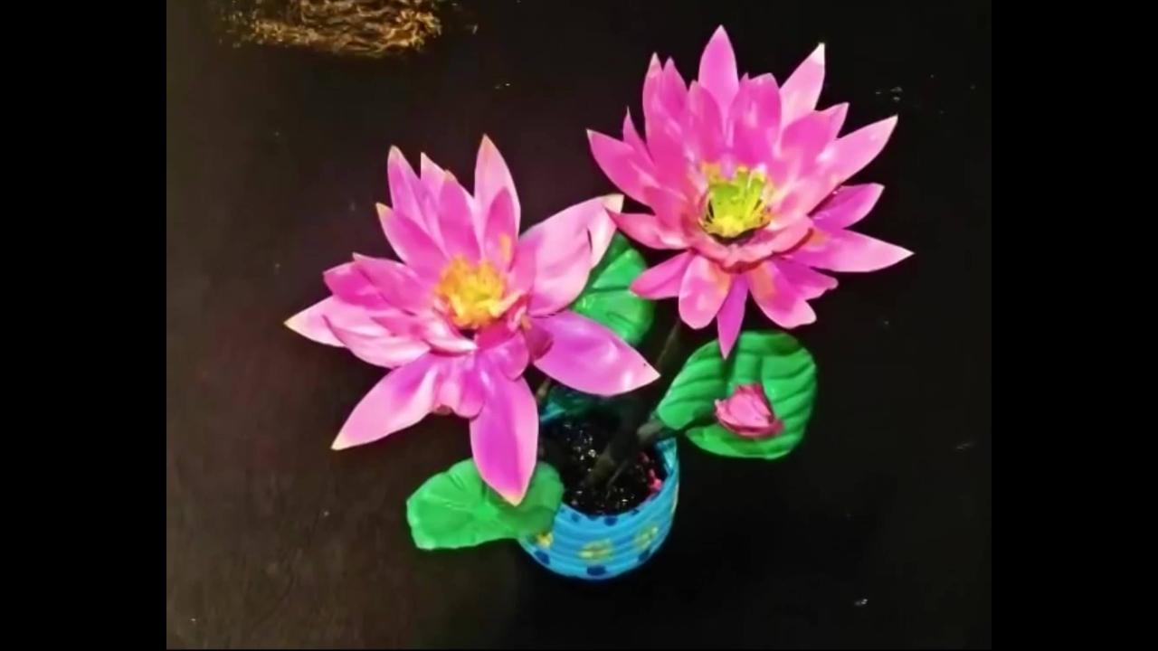 Flor feita de garrafa pet, ela fica perfeita para decorar