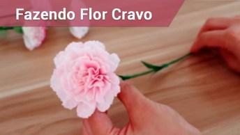 Flores Cravos Feitas Com Papel Crepom De Cor Rosa E Verde