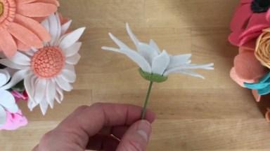 Flores Feitas Com Feltro, Olha Só A Delicadeza Destas Pétalas!