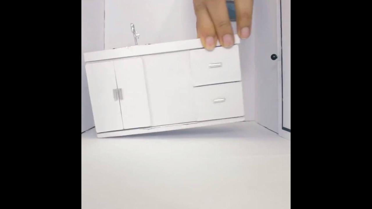 Miniatura de casa moderna feita em artesanato, ficou linda!