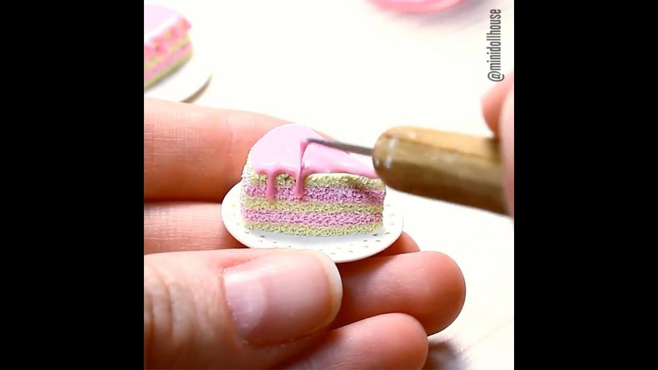 Miniaturas de bolos e churrasquinho para enfeitar