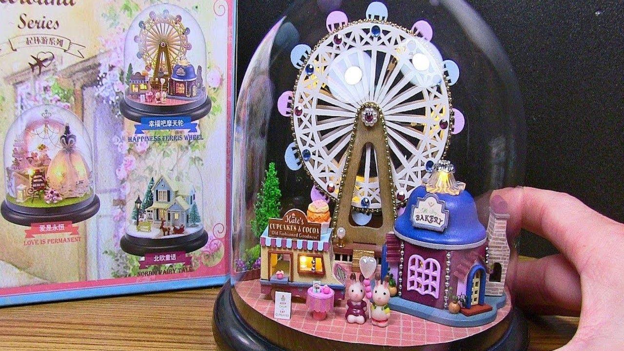 Parque de diversão em miniatura feito em artesanato, veja que lindo!