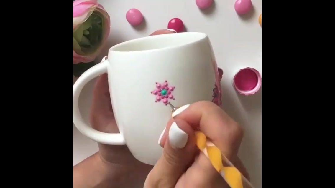 Pintura em caneca de porcelana