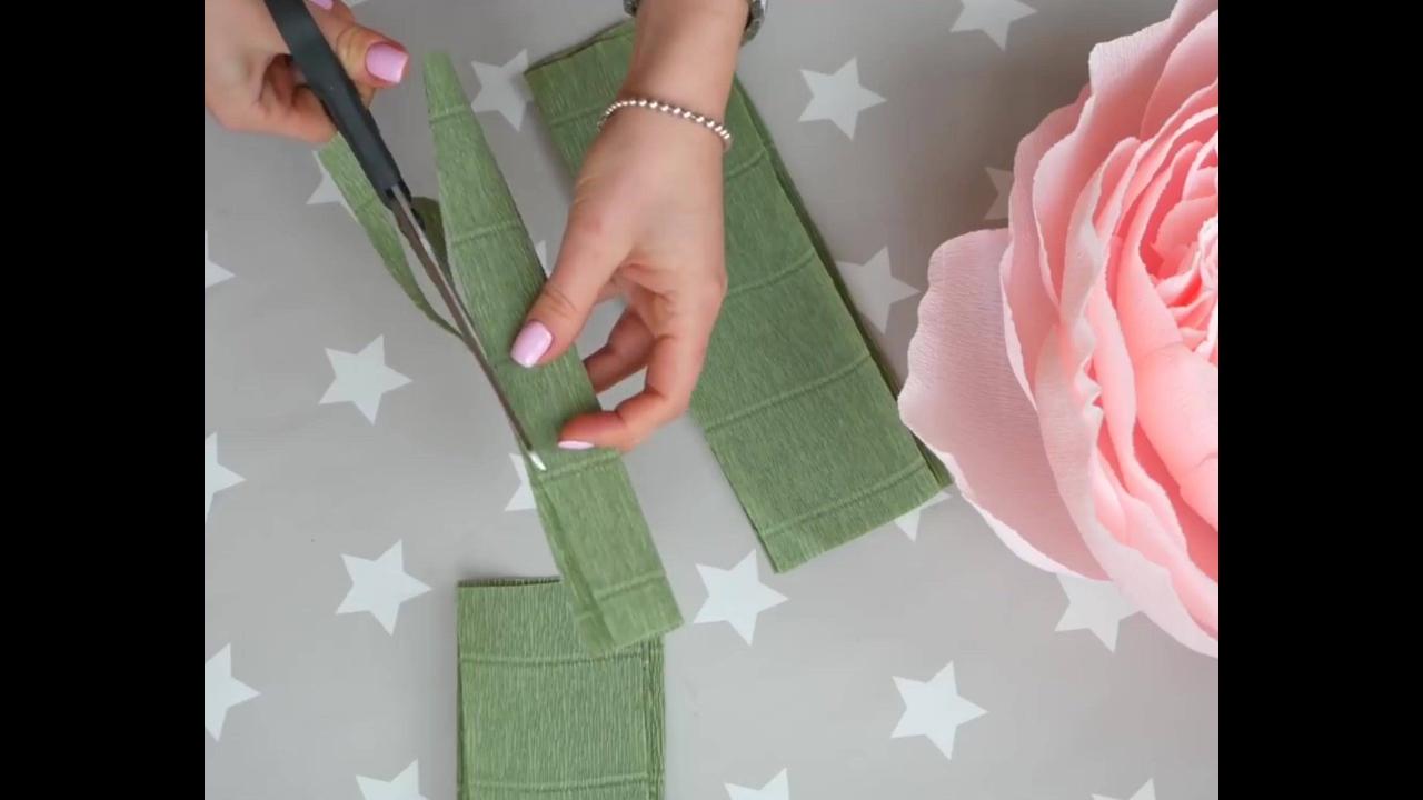 Rosa gigante em 3D feita de papel crepom para decorar eventos,!!!