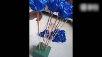 Rosas Azuis Feitas Com Fita De Cetim, Faça Um Lindo Buquê!