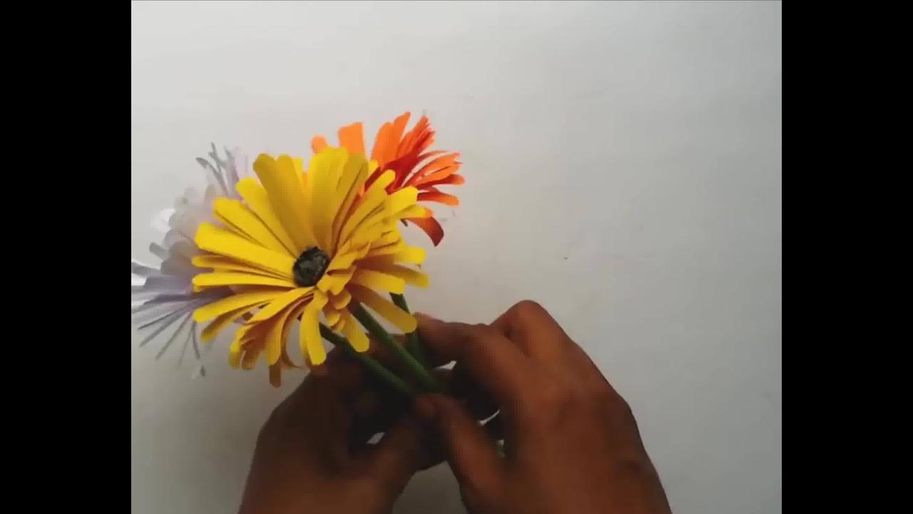 Tutorial de artesanato de flores coloridas de papel