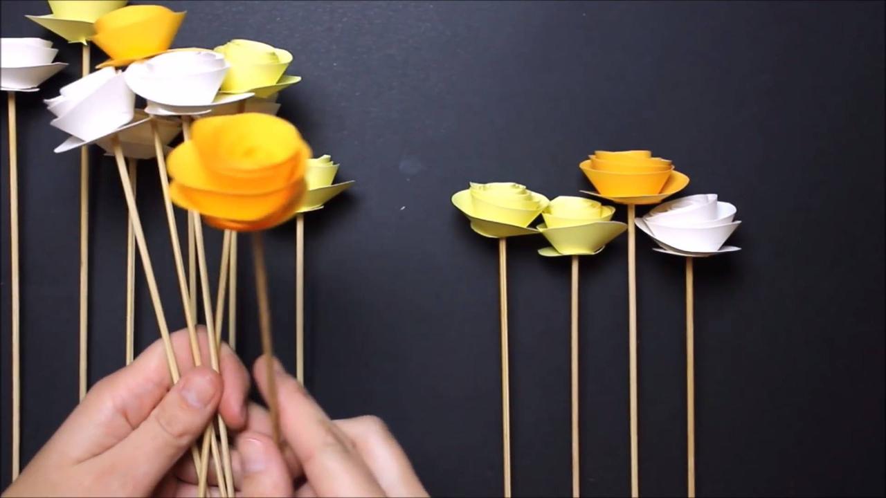 Vídeo com tutorial de como fazer um lindo ramo de flores de papel