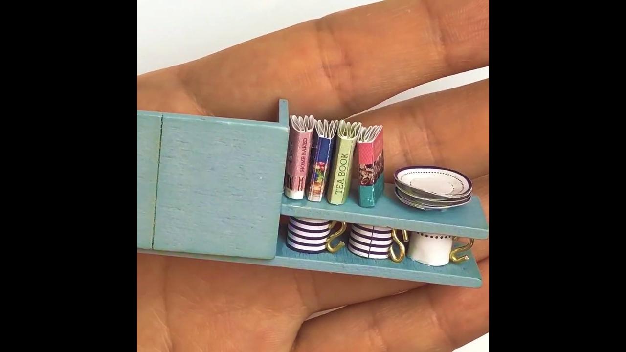 Vídeo mostrando montagem de miniatura de casinha linda com piscina