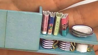 Vídeo Mostrando Montagem De Miniatura De Casinha Linda Com Piscina!