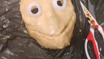 Aprenda A Fazer Uma Máscara Aterrorizante Para Halloween!