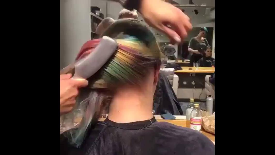 Cabelo colorido estilo arco-íris