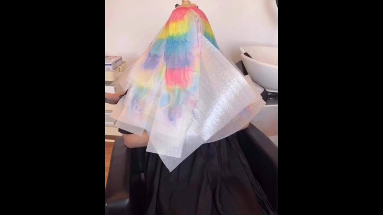 Cabelos coloridos em camadas